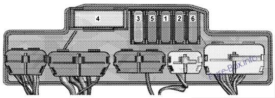 Relay Control Module: Chrysler Crossfire (2004)