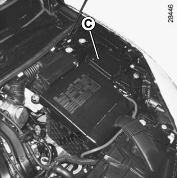 some accessories are protected by fuses located in the engine compartment  in fuse box c  however, because of their reduced accessibility, we advise  you to