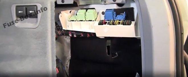 The location of the fuses in the trunk: BMW X5 (2000, 2001, 2002, 2003, 2004, 2005, 2006)