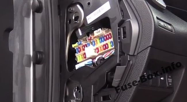 The location of the fuses in the passenger compartment: Nissan X-Trail (2013-2018)