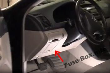 The location of the fuses in the passenger compartment: Toyota Camry (2002-2006)