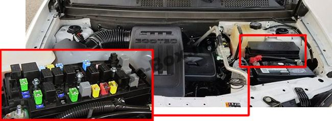The location of the fuses in the engine compartment: Chevrolet Captiva