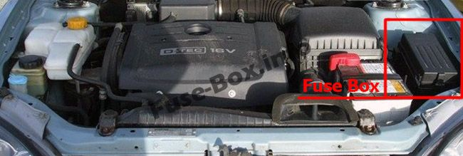 The location of the fuses in the engine compartment: Chevrolet Epica