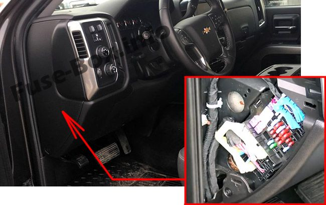 The location of the fuses in the passenger compartment: Chevrolet Silverado (2014, 2015, 2016, 2017, 2018)