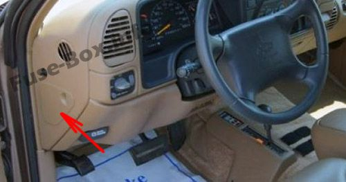 The location of the fuses in the passenger compartment: Chevrolet Suburban (1995, 1996, 1997, 1998, 1999)