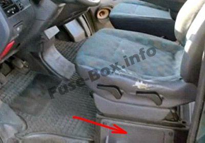 Fuse Box under driver's seat (location): Mercedes-Benz Vito (1996-2003)
