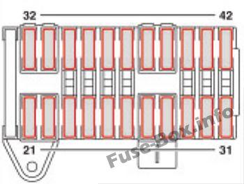 Under-hood fuse box diagram (F35): Mercedes-Benz Vito / Viano (2004-2010)