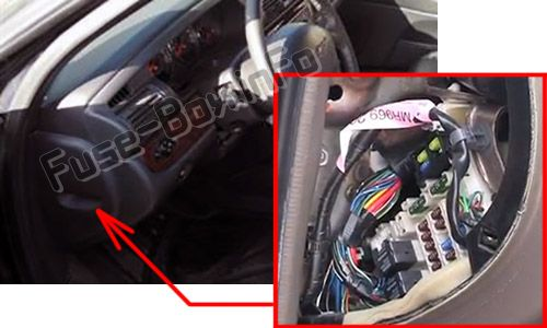 The location of the fuses in the passenger compartment: Chrysler Sebring (Sedan) (2001, 2002, 2003, 2004, 2005, 2006)