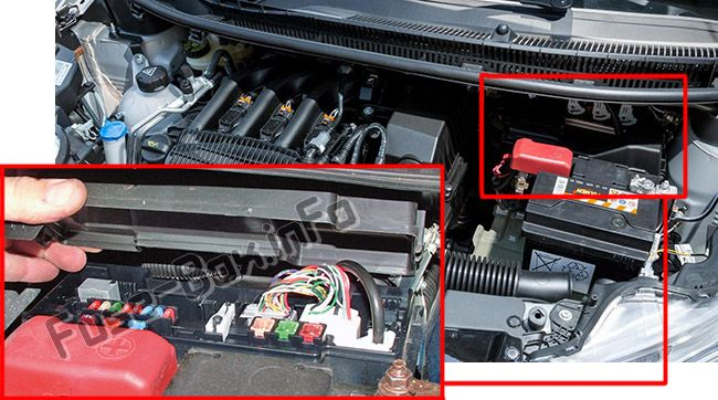 The location of the fuses in the engine compartment: Peugeot 107 (2005-2014)