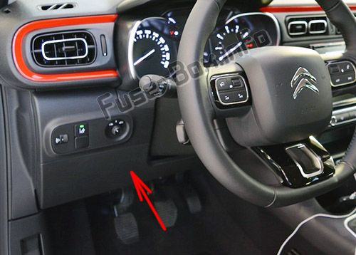 The location of the fuses in the passenger compartment (LHD): Citroen C3 (2017, 2018, 2019-..)