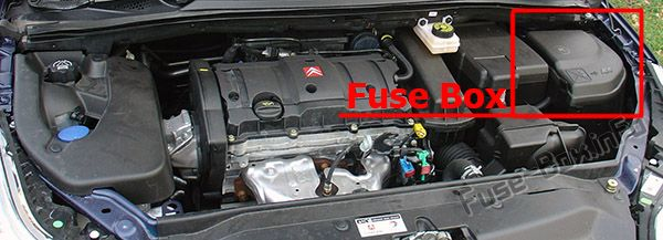 The location of the fuses in the engine compartment: Citroen C4 (2004-2010)