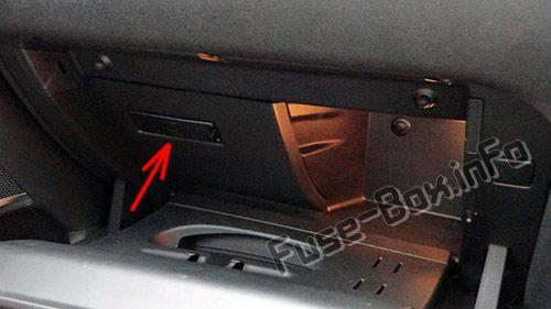 Die Position der Sicherungen im Fahrgastraum (RHD): Citroen DS4 (2011-2018)