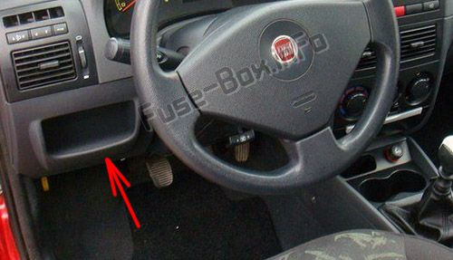 The location of the fuses in the passenger compartment: Fiat Strada (2007-2017)