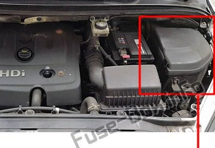 The location of the fuses in the engine compartment: Peugeot 307 (2002-2007)
