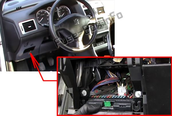 The location of the fuses in the passenger compartment (LHD): Peugeot 307 (2002-2007)