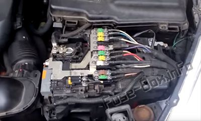 Fuses on the battery: Peugeot 508 (2011-2017)