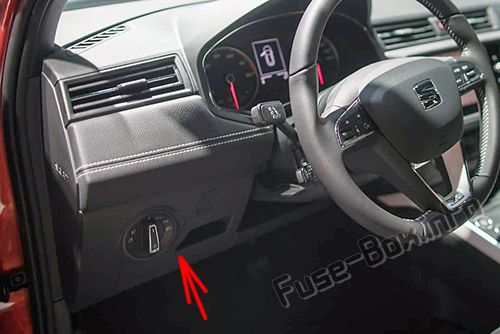 The location of the fuses in the passenger compartment: SEAT Arona (2017, 2018-...)