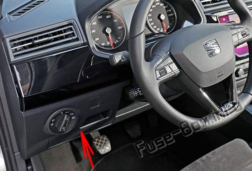 The location of the fuses in the passenger compartment: SEAT Ibiza (2017, 2018-...)