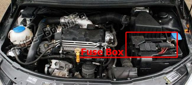 The location of the fuses in the engine compartment (AT): Skoda Fabia (2007-2014)