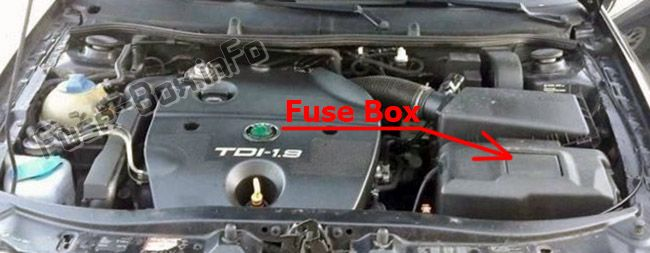 The location of the fuses in the engine compartment: Skoda Octavia (2010)