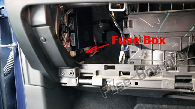 The location of the fuses in the passenger compartment: Suzuki Baleno (2015-2019-..)