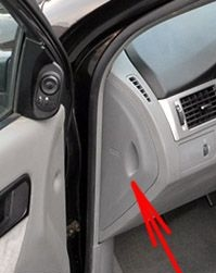 The location of the fuses in the passenger compartment: Suzuki Forenza / Reno (2003-2009)