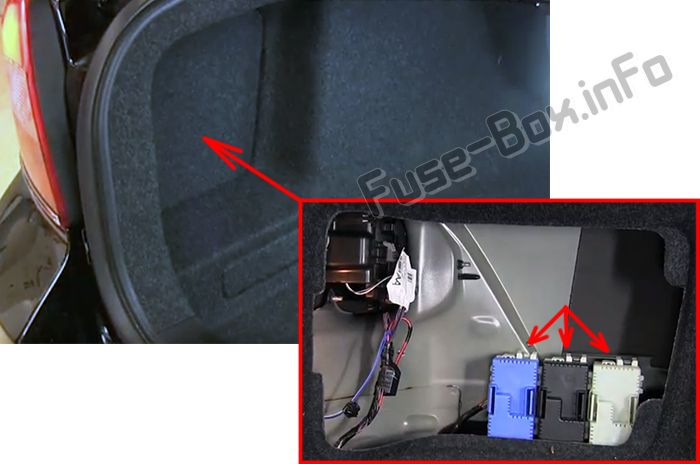 The location of the fuses in the trunk: Volvo S80 (2007-2010)