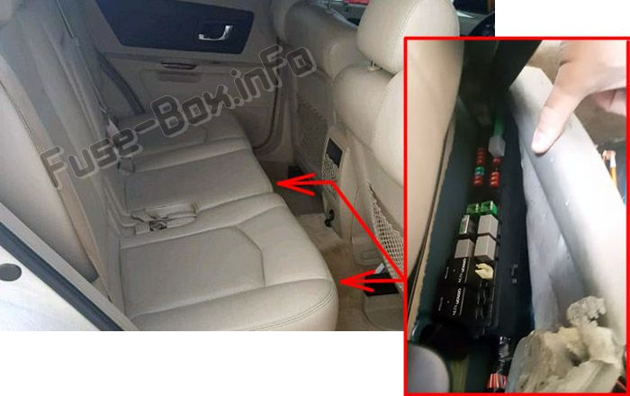 The location of the fuses in the passenger compartment: Cadillac SRX (2004, 2005, 2006, 2007, 2008, 2009)