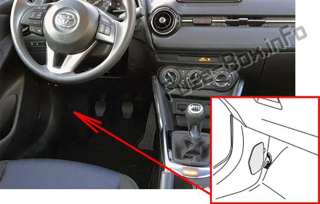 La ubicación de los fusibles en el habitáculo: Toyota Yaris iA / Scion iA (2015-2018- ..)