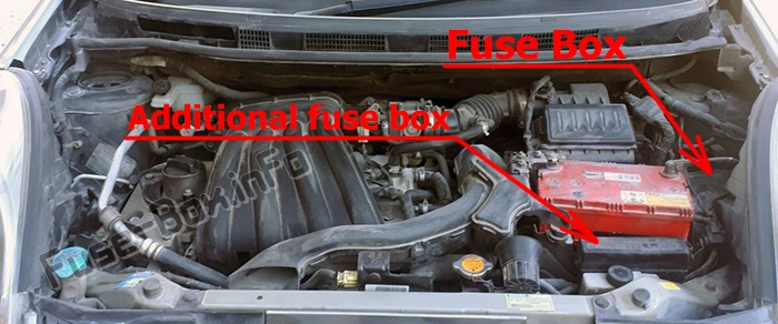 The location of the fuses in the engine compartment: Nissan Note (2004-2013)
