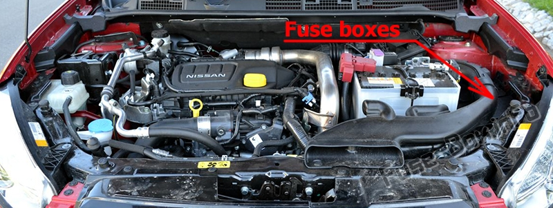 The location of the fuses in the engine compartment: Nissan X-Trail (T32; 2013-2018)