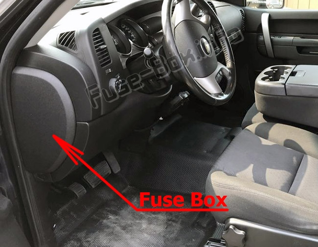 The location of the fuses in the passenger compartment: Chevrolet Silverado (mk2; 2007-2013)