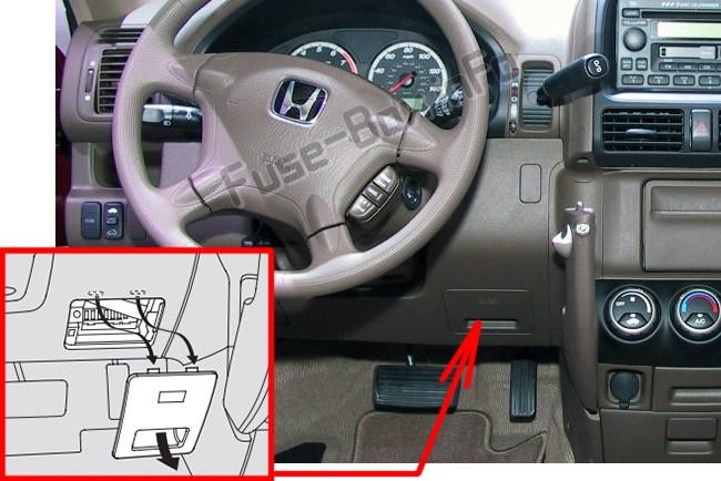 the location of the fuses in the passenger compartment: honda cr-v (2002