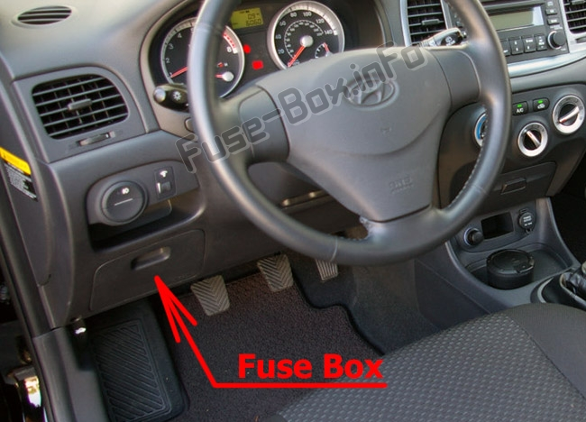 The location of the fuses in the passenger compartment: Hyundai Accent (MC; 2007-2011)
