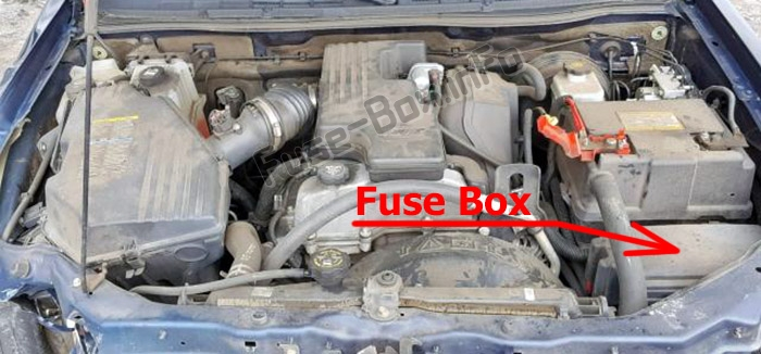 The location of the fuses in the engine compartment: Isuzu i-Series (2006-2008)