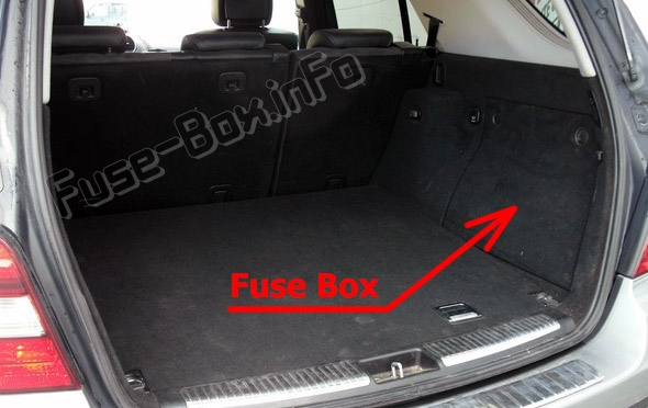 The location of the fuses in the luggage compartment: Mercedes-Benz M-Class (W164; 2006-2011)