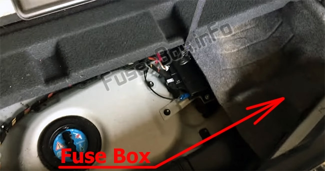 The location of the fuses in the luggage compartment: Mercedes-Benz R-Class (W251; 2005-2013)