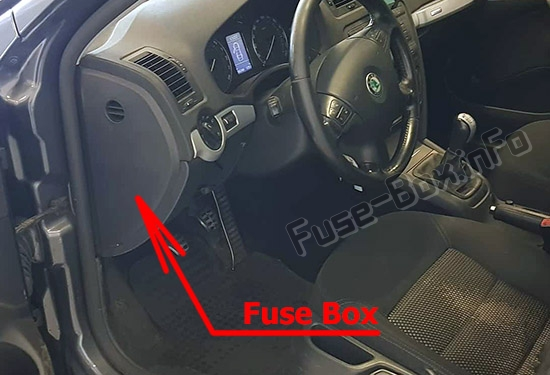 The location of the fuses in the passenger compartment: Skoda Octavia (Mk2/1Z; 2005-2008)