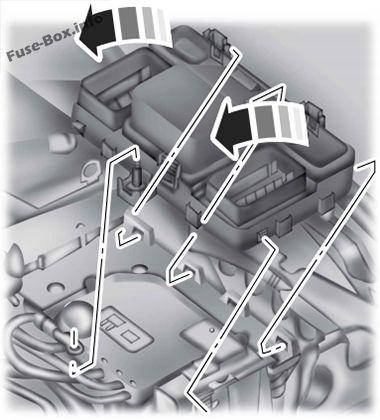 La ubicación de los fusibles en el compartimiento del motor (abajo): Ford Mondeo (Mk5; 2015-2019 ..)