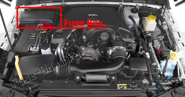The location of the fuses in the engine compartment: Jeep Gladiator (2020-...)